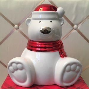 Slatkin & Co Paws the Polar Bear candle.